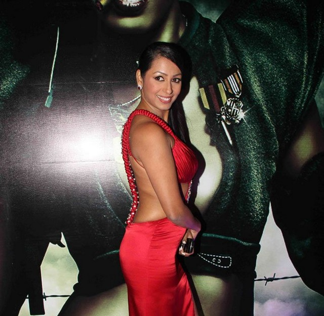 Kashmira Shah Bath in sexy Bikini | Full 2 Entertainment ...