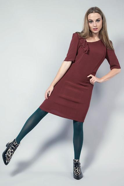 vestido de coctel marsala