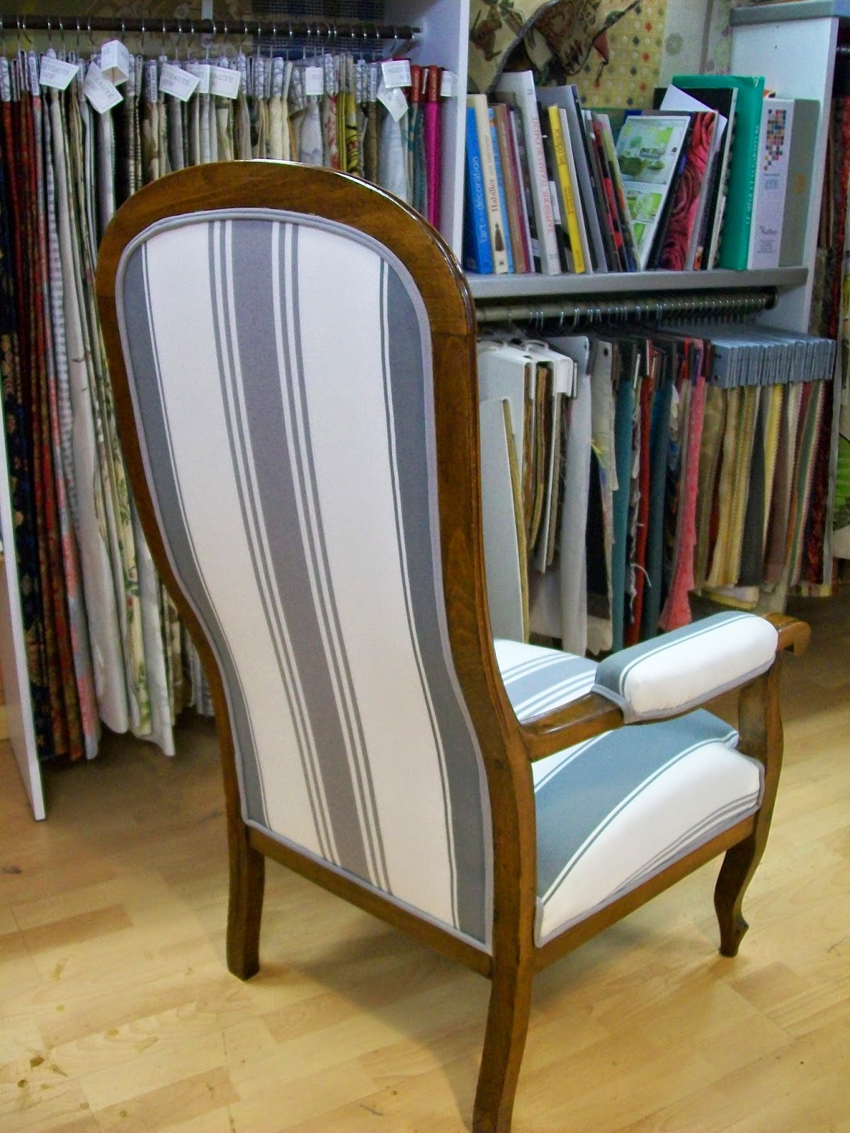 L 39 fauteuil voltaire for Chaise voltaire
