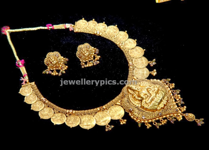 gold kasulaperu set and ear tops