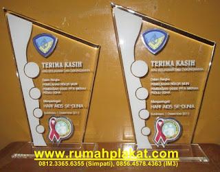 jual plakat akrilik murah, toko plakat award, cara bikin plakat, 0812.3365.6355, www.rumahplakat.com
