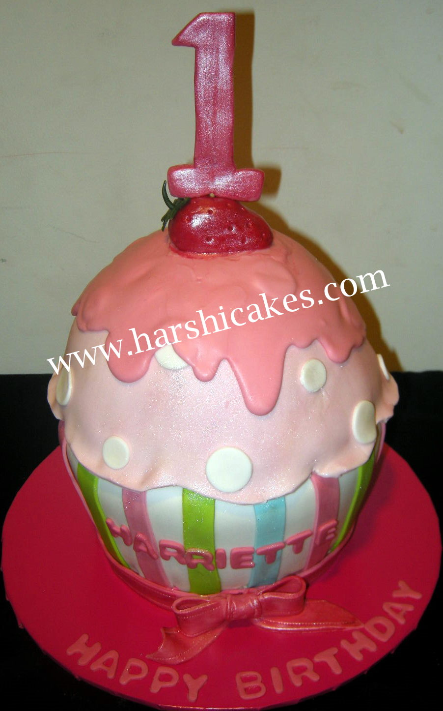 Harshis Cakes Bakes Giant Cupcake Cake For A First Birthday