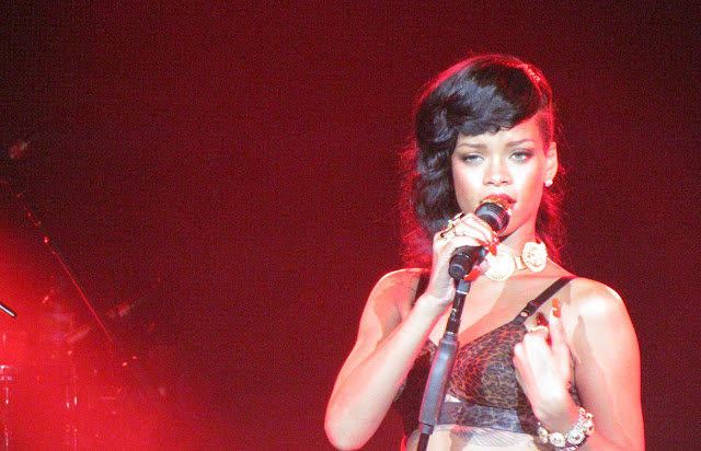 Rihanna performing in London with HTC on 777 tour
