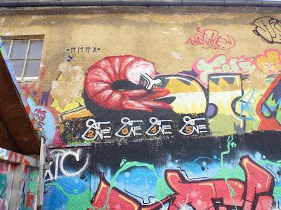 Shrimp mit Knochen auf dem Gelände Kunstpark Ost von SatOne