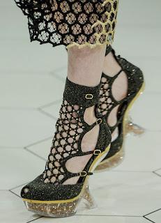 sepatu wanita hak kecil