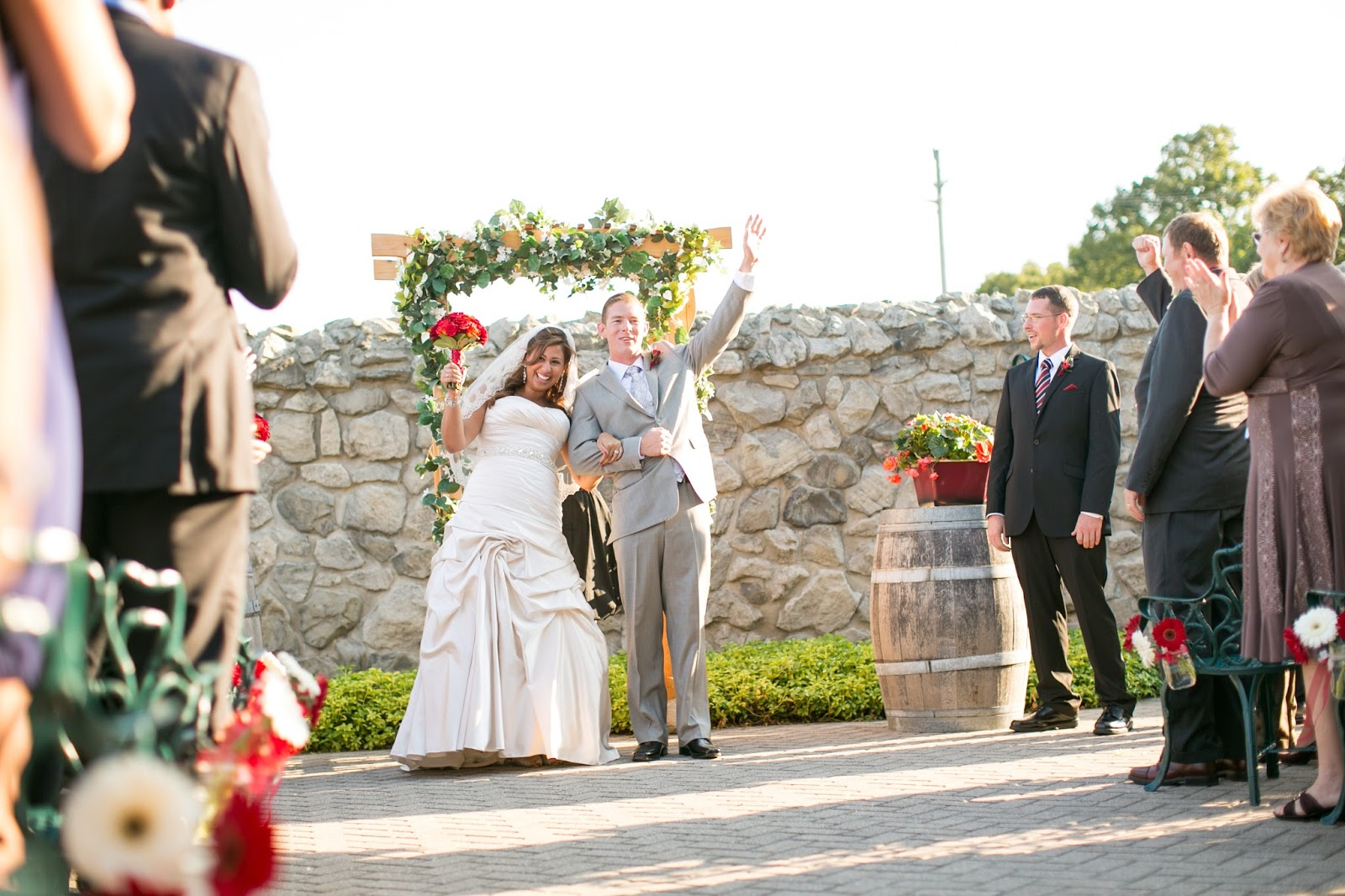 Hernder Estates Winery in Niagara outdoor wedding // thelifestyle-project.com
