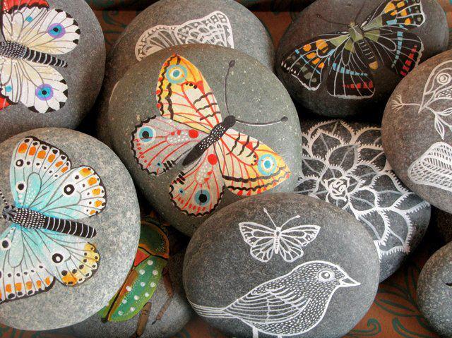 Sana adicci n mariposas pintadas sobre piedras for Como pintar piedras