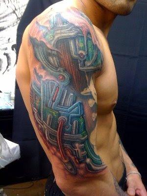 Braço de robô tatuagem