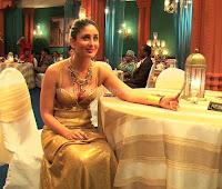 Kareena, kapoor, deep, cleavage, show
