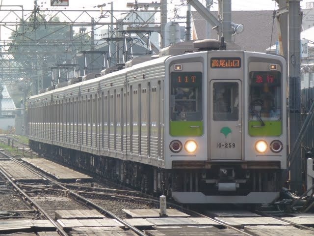 京王電鉄 急行 高尾山口行き7 10-000形250F