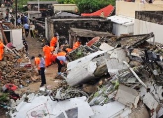 Sobrevivente de acidente aéreo em Taiwan ligou para o pai após sair de destroços sozinha
