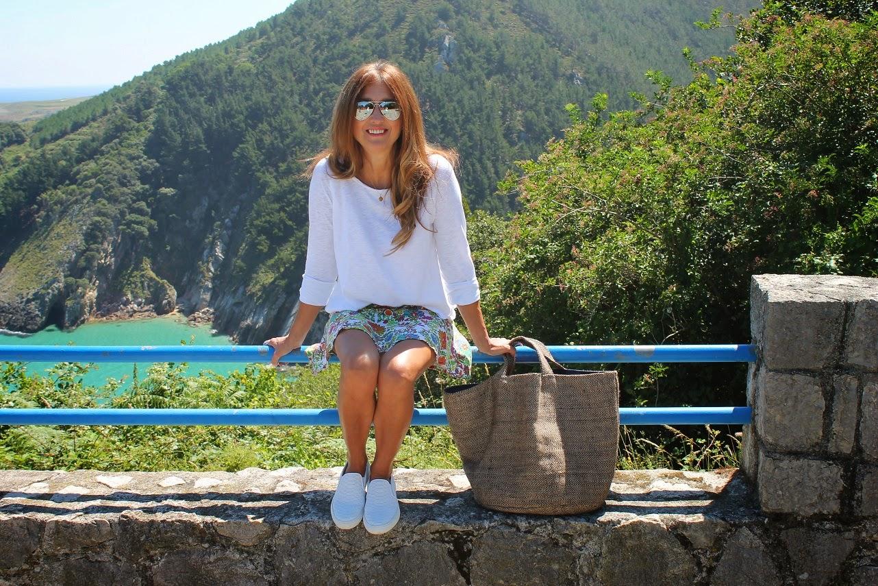 Kenzo, skirt, falda, look, Pechón, Cantabria, Outfit, Life Style, Travel, Summer, Beach, Holidays, Carmen Hummer, sneakers, Telva, Tina Menor