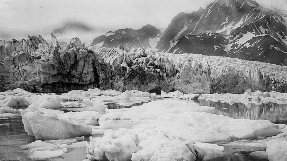 Las huellas del cambio climático en Alaska durante más de 100 años Pedersen+Glacier+(1920s-+1940s)+-+This+is+Alaska's+Muir+Glacier+&+Inlet+in+1895.+Get+Ready+to+Be+Shocked+When+You+See+What+it+Looks+Like+Now.