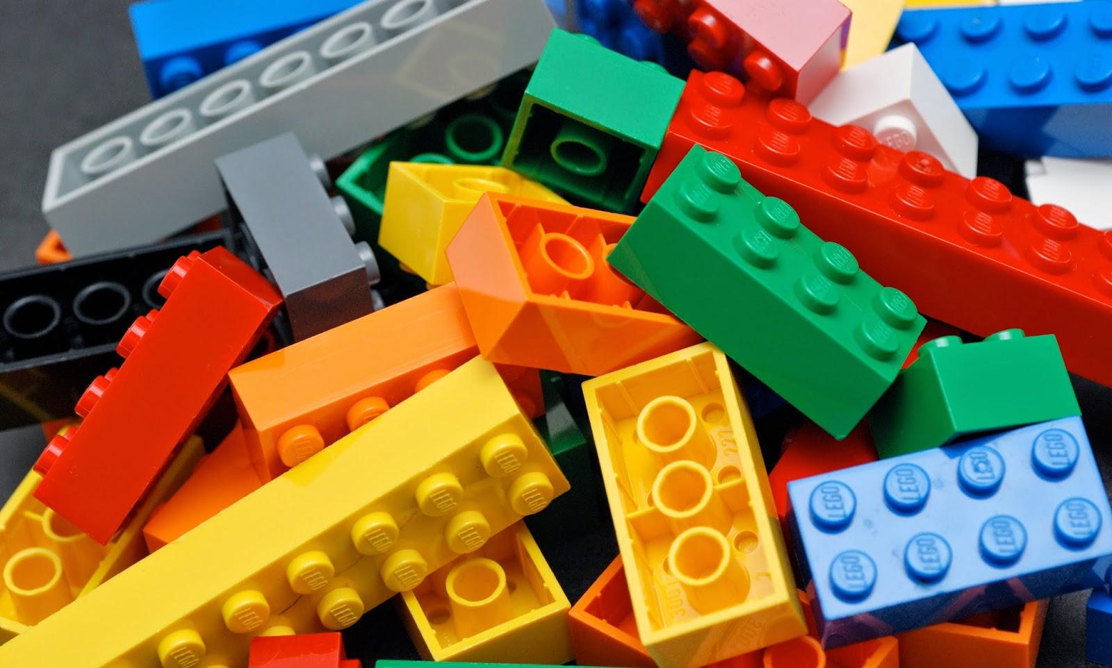 De todo un poco asi se fabrican los juguetes lego v deo for Juguetes de plastico