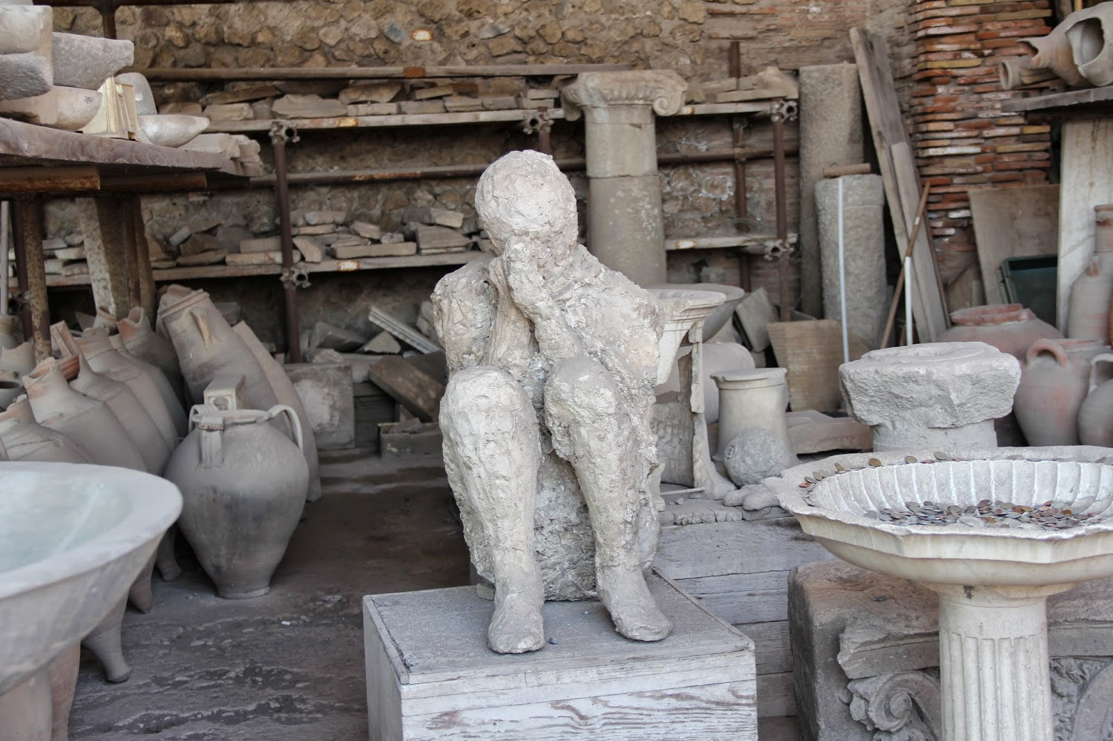 pompeii women Resurrecting pompeii  in a small room at an inn on the southern outskirts of pompeii, a woman of about 30 died wearing two heavy gold armbands,.