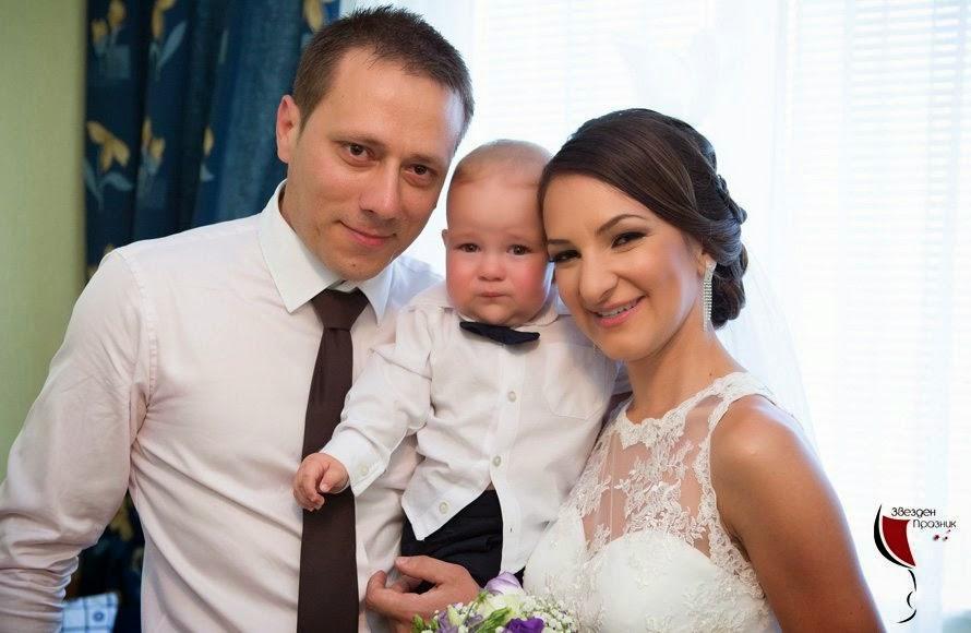 младоженци с дете