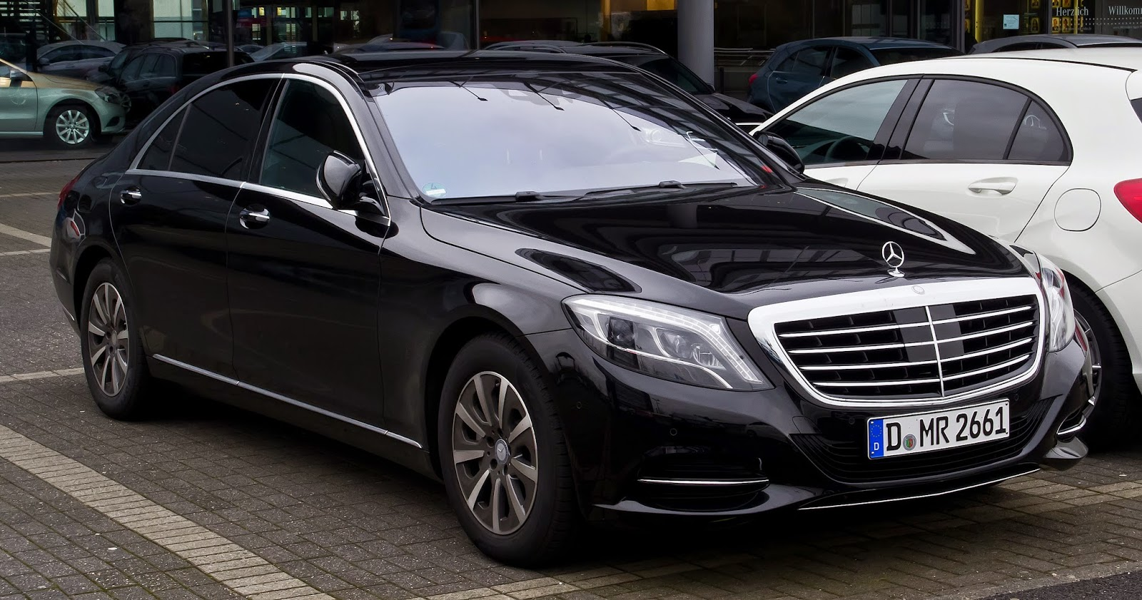 Mercedes-Benz S-Class (luxury sedan)