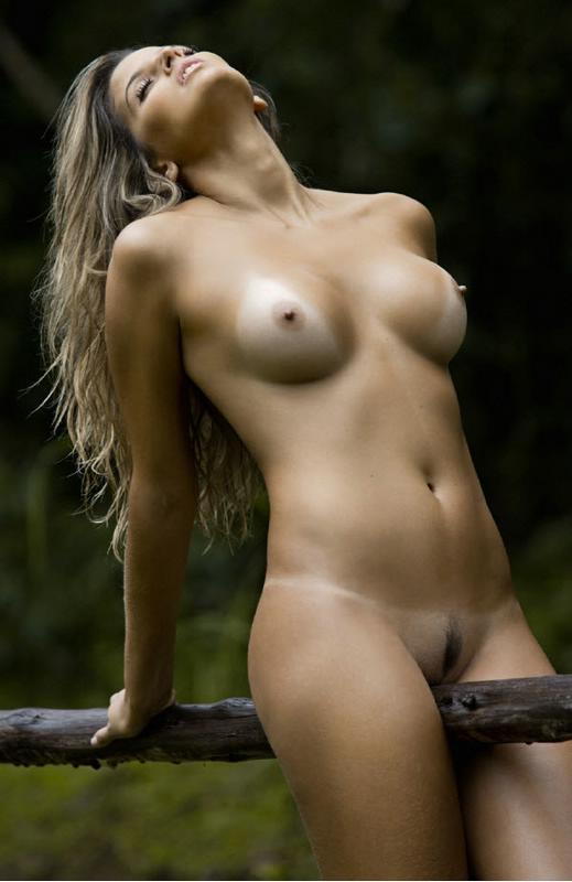 Ellen Roche Nua Pelada Mostando Sua Bela Buceta Depilada Em Fotos De