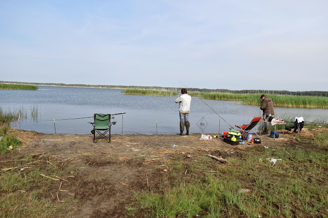 Рыбачим на берегу озера Яу-Балык