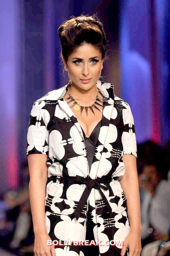 Kareena Kapoor Dress Lakme Fashion Week 2012 - Kareena Kapoor walks at Lakme Fashion Week 2012 grand finale