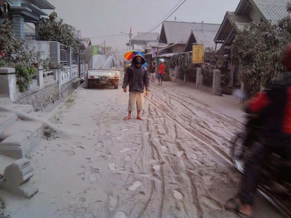 Aktifitas Warga Ngantang Setelah Meletusnya Gunung Kelud