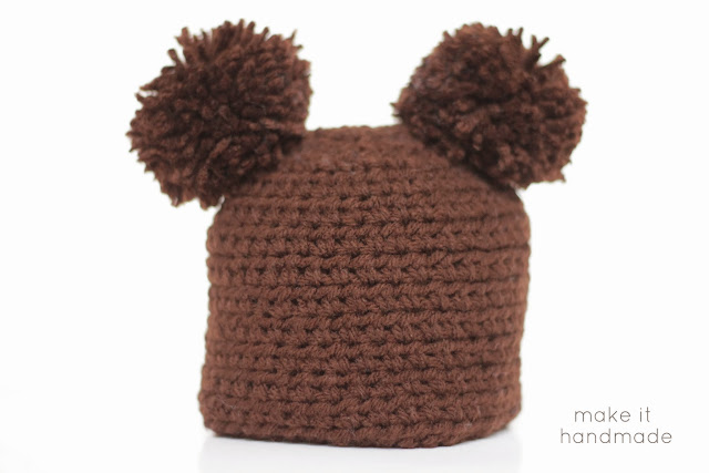 Turn your boy newborn hats into girl newborn hats with this quick tip from Make It Handmade