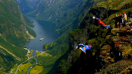 Image of Wingsuit Racing
