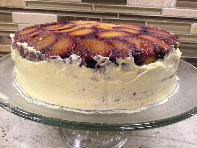 Cool whip and blueberry-stuffed plum cake recipe