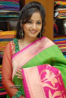 Madhavi-Latha-at-Sreeja-Fashion-South-Silk-Festival