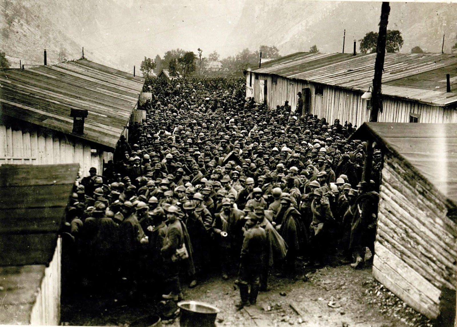 36 Amazing Historical Pictures. #9 Is Unbelievable - Italian POW after the battle of Caporetto, 1917.