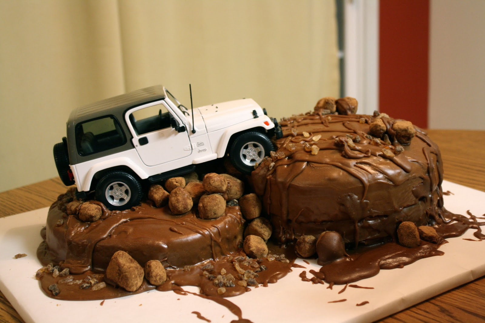 Jeep Birthday Cake Images : The Traveling Spoon: Dabbling in Decorating: Jeep Cake