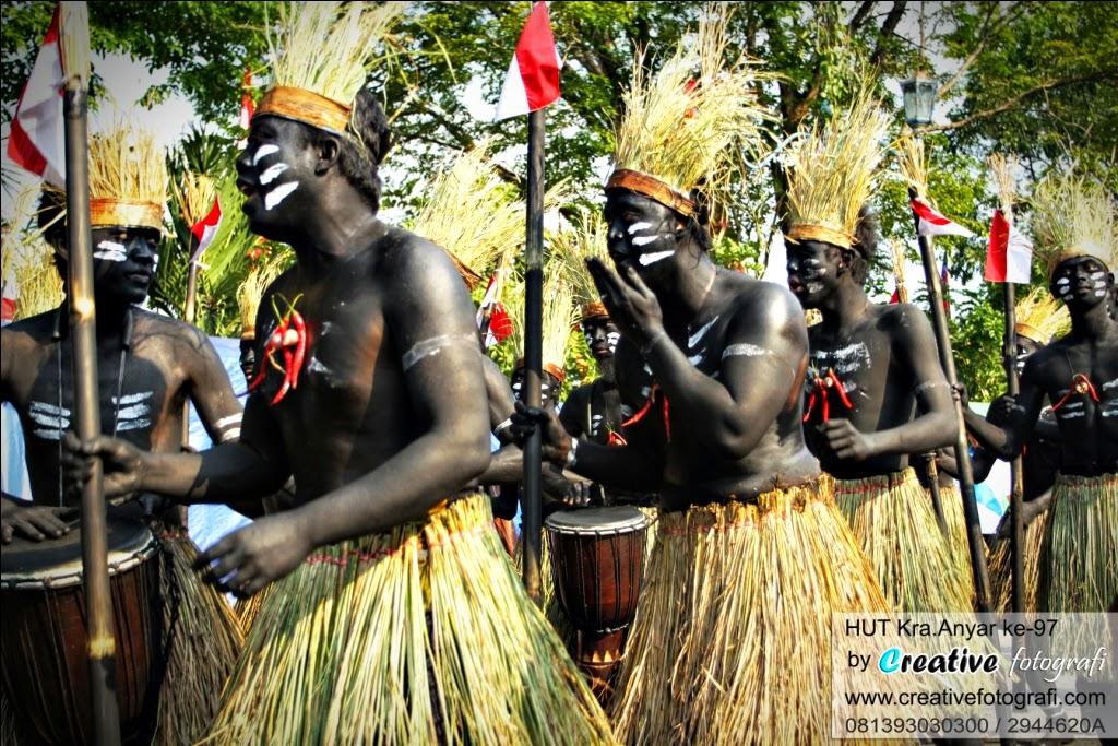 fotografer solo saat acara kirab budaya hari ulang tahun kabupaten karanganyar surakarta