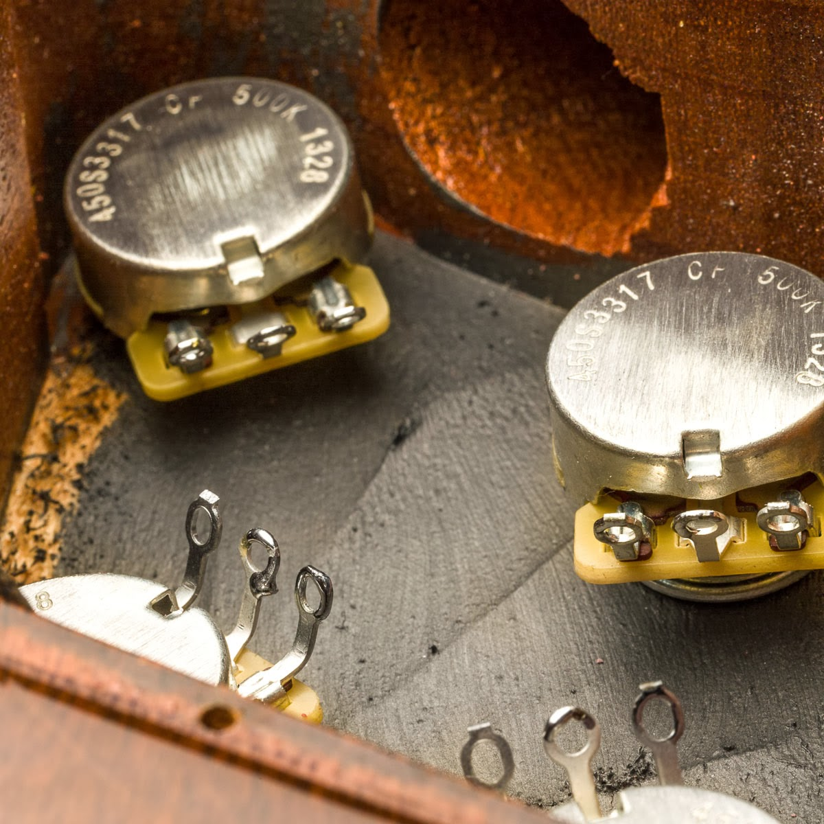 A regular Les Paul soldering job involves very little work that you can do  outside the control cavity. Apart from the caps and ground wire all else  has to ...