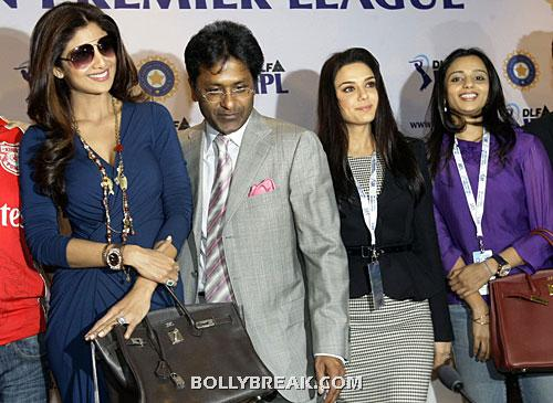 gayatri reddy at IPL auction - (6) - Gayatri Reddy Hot Pics at IPL Matches