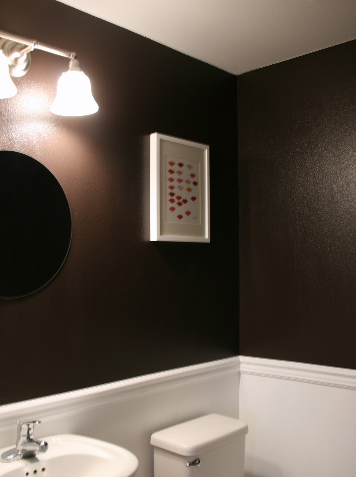 extravagant black and white bathroom lining and luxury decoration