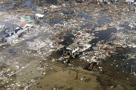 Kondisi Meulaboh, Aceh setelah terjadi gempa bumi dengan kekuatan 9,1 skala Richter yang difoto oleh Angkatan Udara Indonesia. Gempa yang terjadi pada 26 Desember 2004 ini merupakan salah satu gempa terkuat sepanjang sejarah.