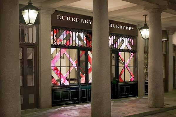 BURBERRY NEW COSMETICS SHOP IN LONDON