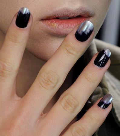 unghii culoare metal deschis