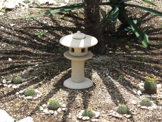 lampara japonesa de piedra para jardín Tachi-gata