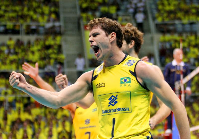 0d4294eb2a (LIGA MUNDIAL) Jogadores vibram com classificação do Brasil para as finais