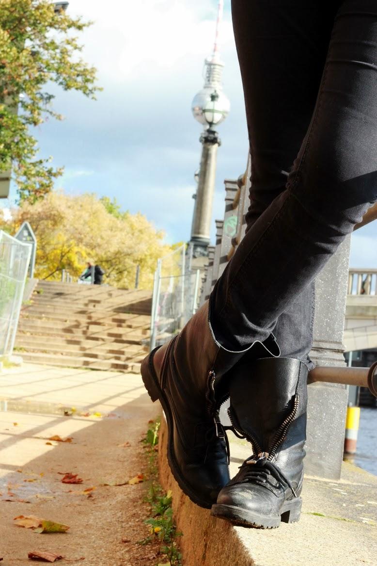 Schwarze schnürstiefel mit reißverschluss, schuhe zum schnüren mit reißverschluss, schuhe von zara, stiefel zum schnüren mit reißverschluss, stiefel zum feiern gehen, mit welchen schuhen geht man ins berghain, berghain stiefel, ersatz für docmartens, was für schuhe satt doc martens kann man zum feiern tragen, biker boots mit reißverschluss, biker boots zum zuschnüren, winterstiefel mit halb offenen reißschluss