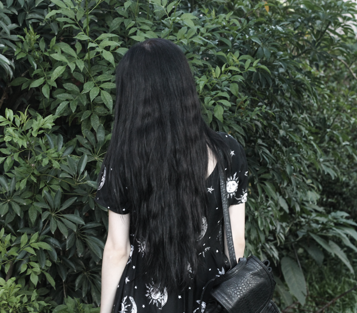 outfit-black-dress-motel-rocks-sun-moon-grunge-gothic-ideas-blogger-argentina-jenn-potter-pale-hair