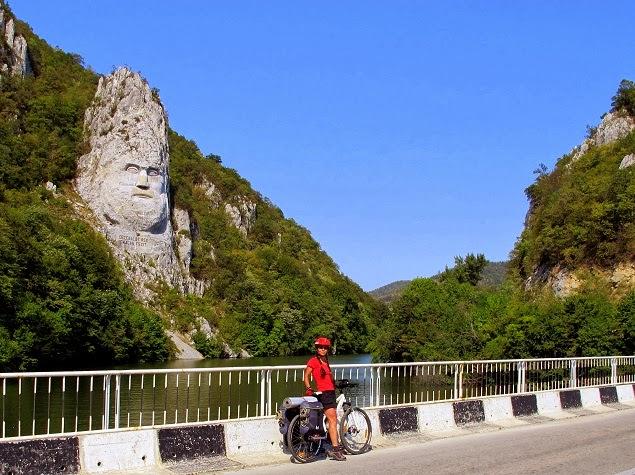 meetsun statuie decebal bicicleta