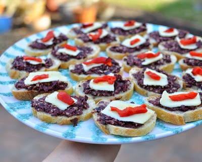 Olivada Appetizers, made with homemade olive paste, one of three quick Italian appetizer recipes ♥ KitchenParade.com. WW2.