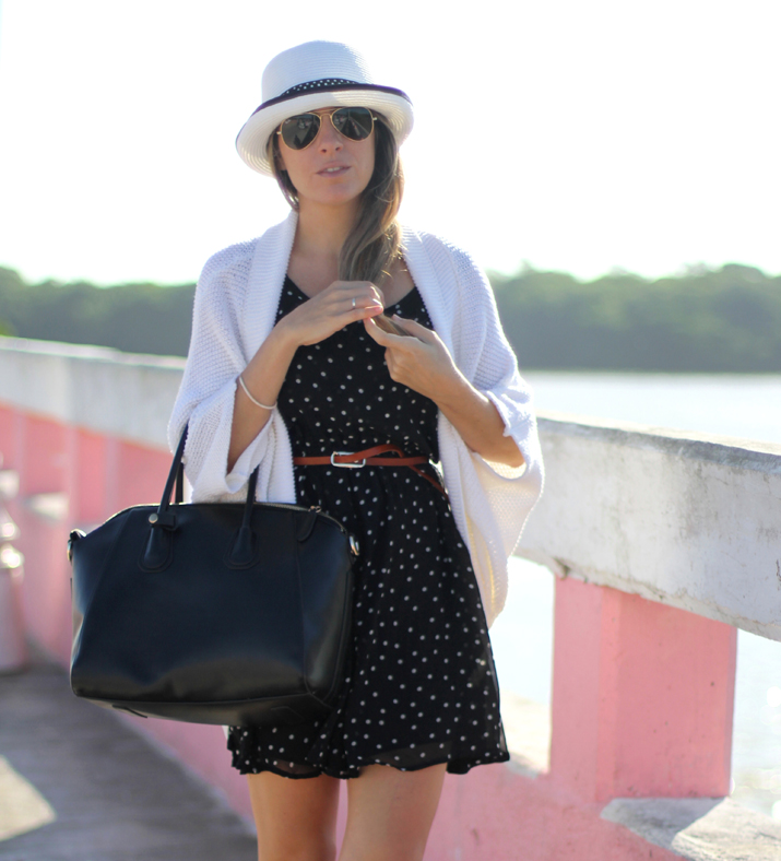 Romantic outfit with dots dress by fashion blogger Mónica Sors