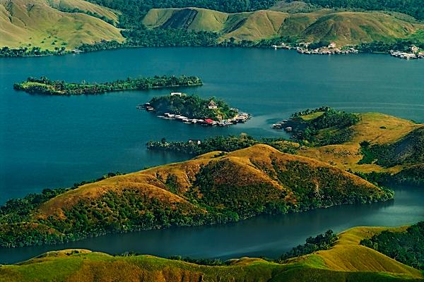 Objek wisata Danau Sentani 3