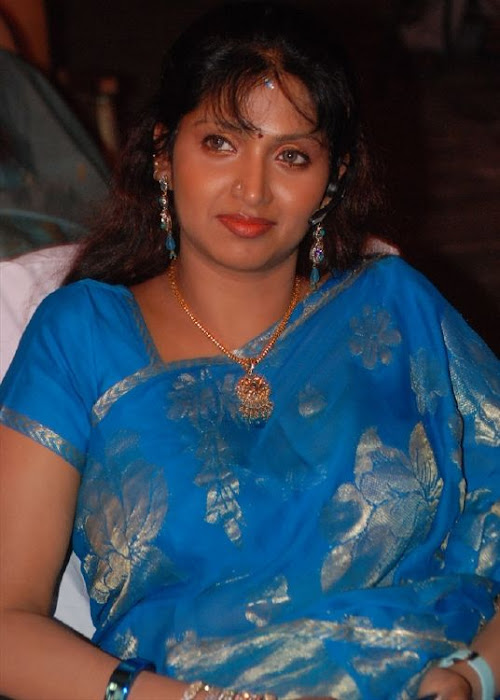 puvaneswari in saree photo gallery