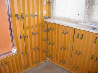 двухсторонний скотч на стенах