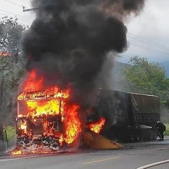 Caminhão pega fogo em Pirabeiraba