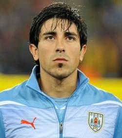 SL Benfica: Jorge Fucile pode estar a caminho da Luz; Garay apontado ao Valência
